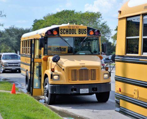school-buses-2801134_1280